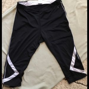 ☔️Danskin cropped workout leggings blk/wht L